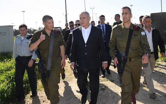 Prime Minister Benjamin Netanyahu (C) visiting a weapons depot at the Sirkin IDF base in central Israel, January 30, 2019. (Haim Tzach/GPO)