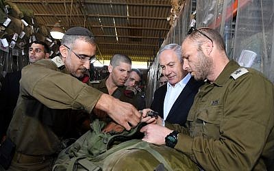 Prime Minister Benjamin Netanyahu, second left, visiting a weapons depot at the Sirkin IDF base in central Israel, January 30, 2019. (Haim Tzach/GPO)