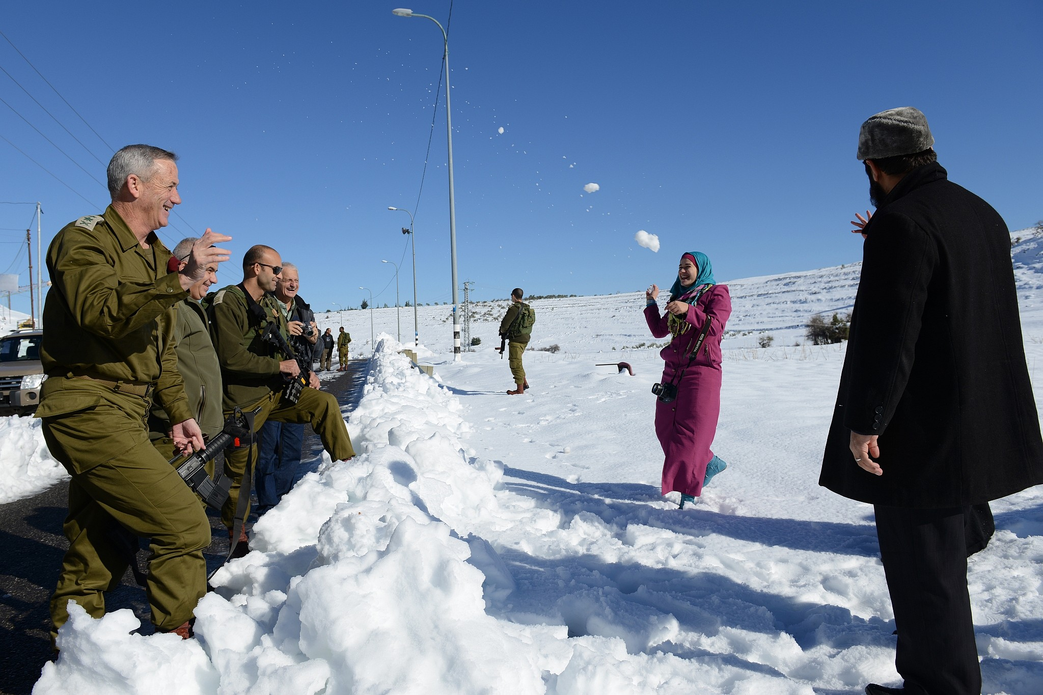 Then-IDF chief of staff Benny Gantz has a snowball fight with a family of Palestinians along the West Bank's Route 60 highway on December 15, 2013. (Judah Ari Gross/Israel Defense Forces)