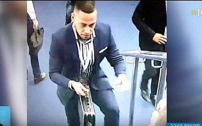 A man carries a briefcase believed to contain hundreds of thousands of shekels in diamonds stolen from the Ramat Gan Diamond Exchange on January 28, 2019. (screen capture: Kan broadcaster)