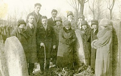 A group of anarchists in Warsaw mourn during the 1926 funeral of activist 'White Morits,' who had previously been imprisoned for anarchist activities. (Courtesy YIVO Institute for Jewish Research)