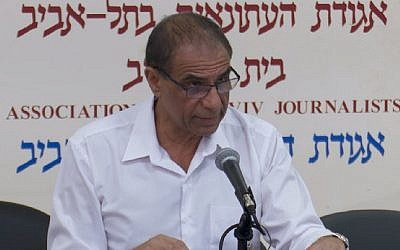 Moshe Pereg, the uncle of Gil Pereg who is accused of killing his mother and aunt in Argentina, speaks to journalists in Tel Aviv on January 28, 2019. (screen capture: Hadashot)