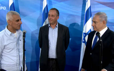 Left to right: Manager of Intel's Kiryat Gat production plant Daniel Benatar, Intel Israel CEO Yaniv Garty and Prime Minister Benjamin Netanyahu meet in Jerusalem (GPO video screenshot)