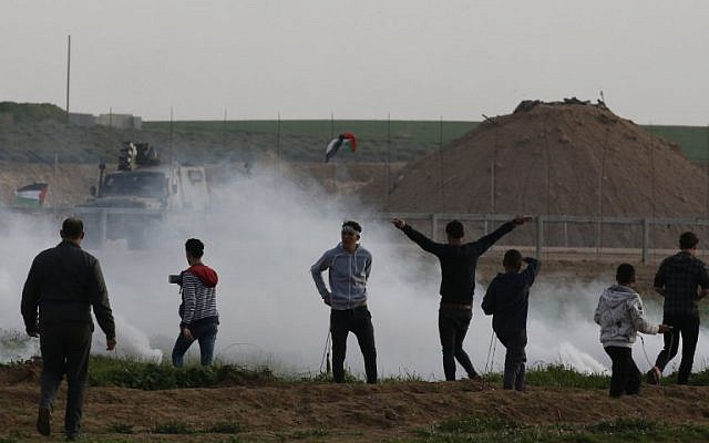 Palestinians demonstrate near the fence along the border with Israel, east of Gaza City, on February 1, 2019. (SAID KHATIB / AFP)