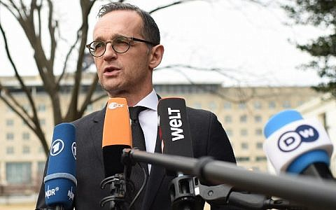 German Foreign Minister Heiko Maas speaks to the press near the Albert Einstein Memorial in Washington, DC on February 6, 2019. (Eric BARADAT / AFP)