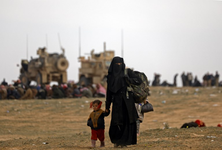 More than 150 IS militants handed over to Iraq from Syria