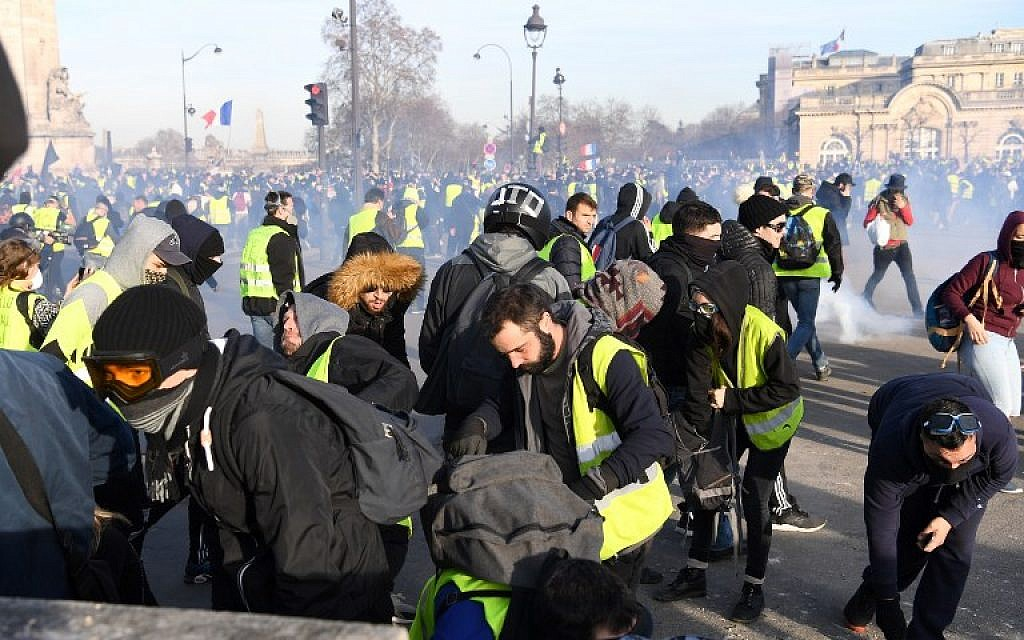 French Jewish intellectual attacked by anti-Semites during yellow vest protest