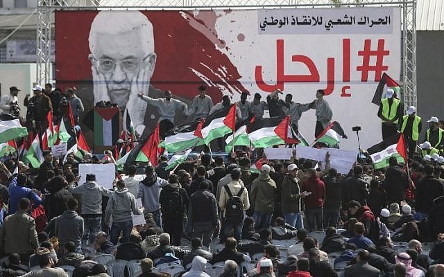 Palestinian demonstrators attend a protest demanding Palestinian president Mahmoud Abbas to step down, Gaza City, February 24, 2019. (MAHMUD HAMS/AFP)