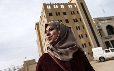 Palestinian journalist Hajar Harb stands in front of the courts complex in Gaza City on February 26, 2019. (MAHMUD HAMS / AFP)