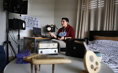 Sarouna, a Palestinian DJ, works on a music track at her home in Ramallah, February 7, 2019. (ABBAS MOMANI / AFP)
