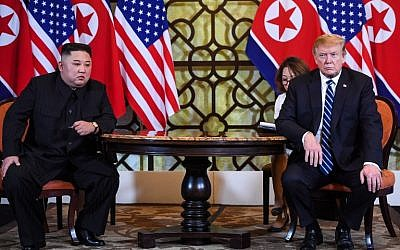 US President Donald Trump (R) holds a meeting with North Korea's leader Kim Jong Un during the second US-North Korea summit at the Sofitel Legend Metropole hotel in Hanoi on February 28, 2019. (Photo by Saul LOEB / AFP)