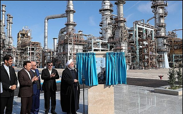 Iranian President Rouhani dedicates the final phase of a new oil refinery in the city of Bandar Abbas. February 18, 2019. (Rouhani Official website photo)