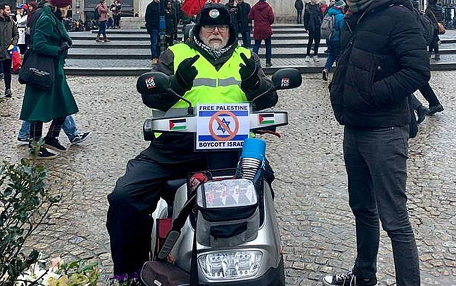 Dutch Activist Promotes Bds On An Israeli Made Mobility Scooter