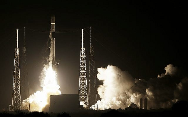 A SpaceX Falcon 9 rocket lifts off with Israel's Lunar Lander and an Indonesian communications satellite at space launch complex 40, February 21, 2019, in Cape Canaveral, Florida (AP Photo/Terry Renna)