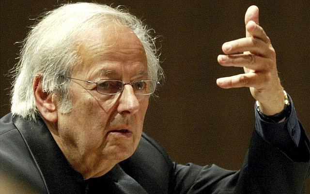 Conductor of the Oslo Philharmonic Orchestra, Andre Previn, leads the 15th symphony concert during the Lucerne Festival in the concert hall in Switzerland, September 1, 2004. (Urs FlueelerKEYSTONE via AP, File)