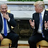 US President Donald Trump (R) meets with Prime Minister Benjamin Netanyahu in the Oval Office of the White House, March 5, 2018. (AP Photo/Evan Vucci)