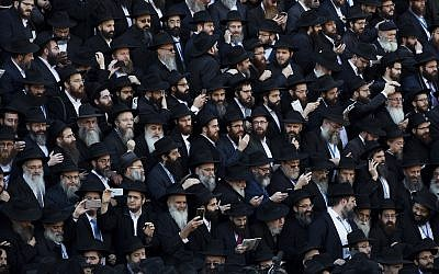 Crowds of rabbis gather for a group photo at the Chabad-Lubavitch World Headquarters, November 4, 2018, in New York.(AP Photo/Mark Lennihan)