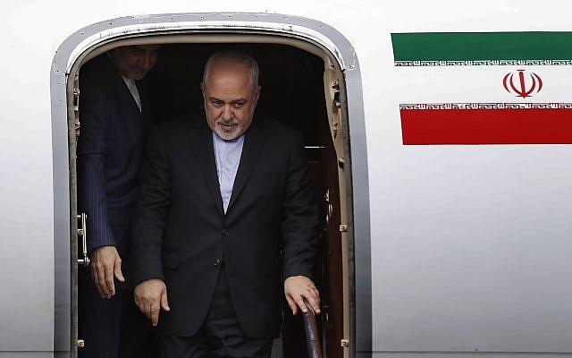 Le ministre iranien des Affaires étrangères, Mohammad Javad Zarif, arrive à l'aéroport Rafik Hariri, à Beyrouth, au Liban, le 10 février 2019. (Hussein Malla / Ap)