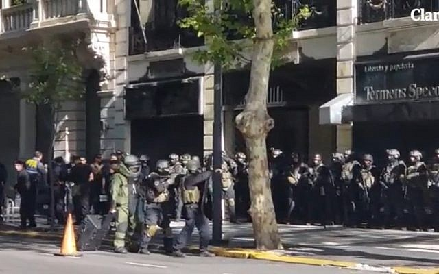 Argentinian security forces hold a large-scale drill at the Israeli embassy in Buenos Aries on February 3, 2019. (screen capture: Clarin)