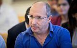 Histadrut chairman Avi Nissenkorn seen at the National Labor Court in Jerusalem on December 5, 2017. (Yonatan Sindel/Flash90)