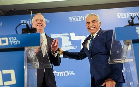 Benny Gantz and Yair Lapid of the Blue and White party give a joint a statement in Tel Aviv on February 21, 2019 (Noam Revkin Fenton/Flash90)