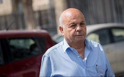 Ezra Saidoff, former deputy director of the Prime Minister's Office, arrives to the Jerusalem Magistrate's Court on October 7, 2018. (Yonatan Sindel/Flash90)