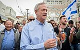 Israel Resilience Party leader Benny Gantz campaigns in Rishon Lezion, on February 1, 2019. (Flash90)