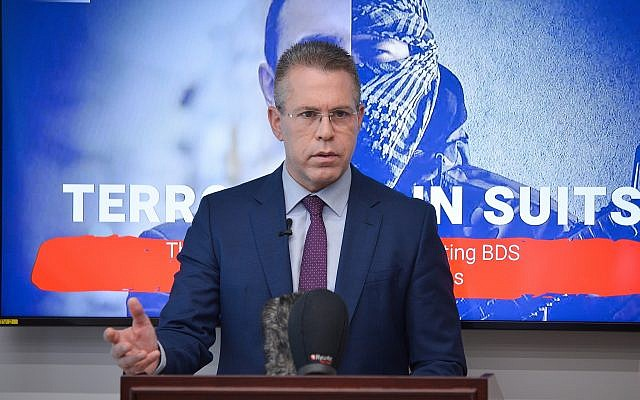 Strategic Affairs Minister Gilad Erdan speaks at press conference with foreign media in Bnei Brak on February 3, 2019. (Flash90)