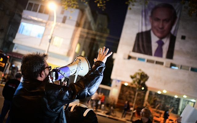 Activists protest against Prime Minister Benjamin Netanyahu and the new party TV station outside the Likud headquarters in Tel Aviv on February 3, 2019. (Tomer Neuberg/ Flash90)