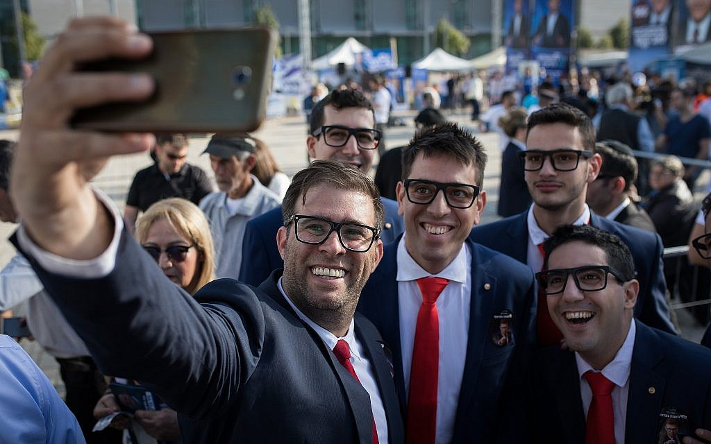 Likud MK Oren Hazan with Likud supporters outside Tel Aviv Likud polling station on February 5, 2019 (Hadas Parush/Flash90)