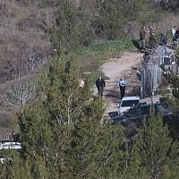 Security forces at the scene where the body of a Ori Ansbacher, 19, was found in Ein Yael forest in Jerusalem, February 7, 2019. (Yonatan Sindel/Flash90)