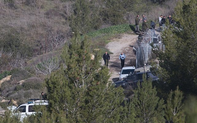 Security forces at the scene where the body of Ori Ansbacher, 19, was found in Ein Yael forest in Jerusalem, February 7, 2019. (Yonatan Sindel/Flash90)