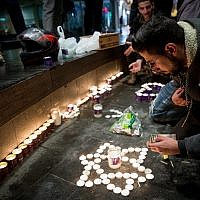 Israelis light candles in memory of 19-year-old Ori Ansbacher, in Zion Square in Jerusalem, on February 9, 2019. (Yonatan Sindel/Flash90)