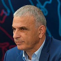 Finance Minister and head of the Kulanu party Moshe Kahlon attends a press conference of the Kulanu party in Tel Aviv on February 13, 2019. (Flash90)