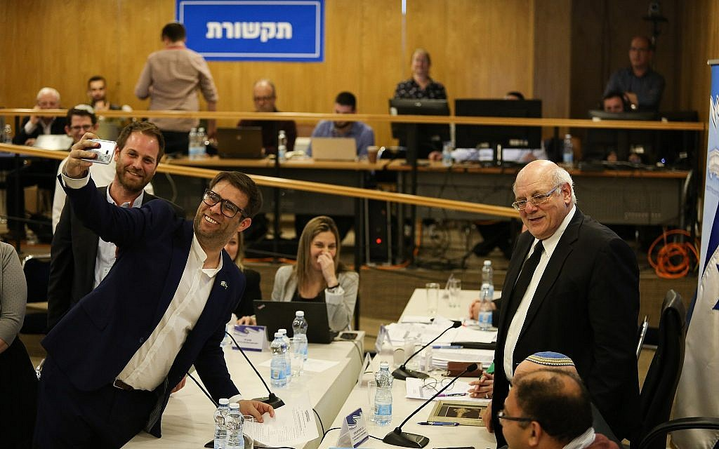 Tzomet party head MK Oren Hazan takes a selfie as he present his party list at the Central Elections Committee, on February 21, 2019 (Yonatan Sindel/Flash90)