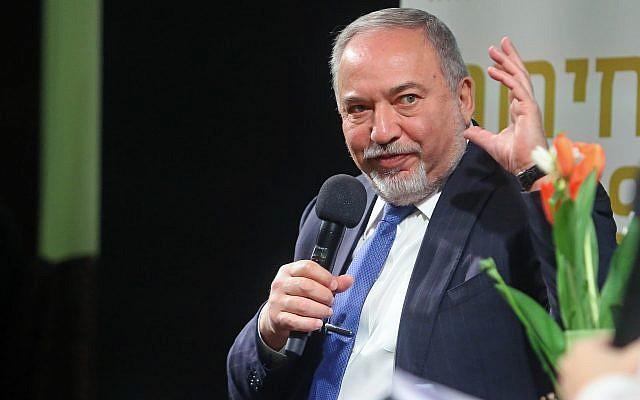 Yisrael Beytenu party leader Avigdor Liberman speaks at an event in Ganei Tikva, on February 25, 2019. (Flash90)