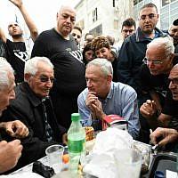 Israel Resilience party leader Benny Gantz, center, meets with residents of the Kochav Hatsafon neighborhood in Tel Aviv, February 1, 2019. (Sraya Diamant/Israel Resilience)