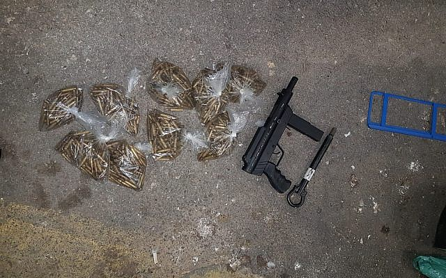 A Carlo-style submachine gun and bullets, which were found by Israeli security officials at the Te'enim checkpoint between Israel and the northern West Bank on February 24, 2019. (Defense Ministry)