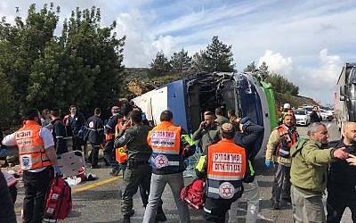 The scene of a bus crash near Beit Horon on Route 443, February 10, 2019. (Israel Police)