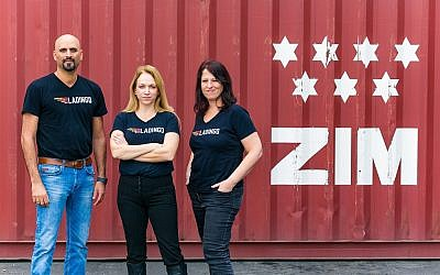 The founders of startup Ladingo, Guy Levi, left, Hagar Valiano Rips, center, and Ruth Reiner team up with Zim to boost online sales of large-items for overseas shipping (Lior Nir)