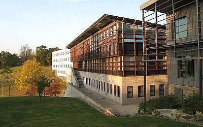 A building at the University of Essex (Wikimedia Commons, Rwendland)