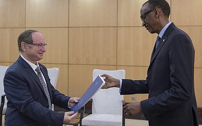 Israel's new Ambassador to Rwanda, Ron Adam, left, presents his credentials to Rwanda President Paul Kagame, on February 21, 2019. (Office of the President of Rwanda)