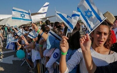 Immigrants from France arriving at Ben Gurion Airport, July 2018. (Nir Kafri, The Jewish Agency for Israel)