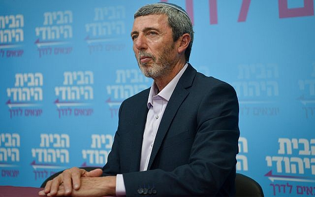 Head of the Jewish home party Rabbi Rafi Peretz holds a press conference in Tel Aviv, February 13, 2019. (Flash90)