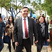 Labor chairman Avi Gabbay arriving at the party primary polling station in the Tel Aviv Convention Center, February 11, 2019. (Raanan Cohen)