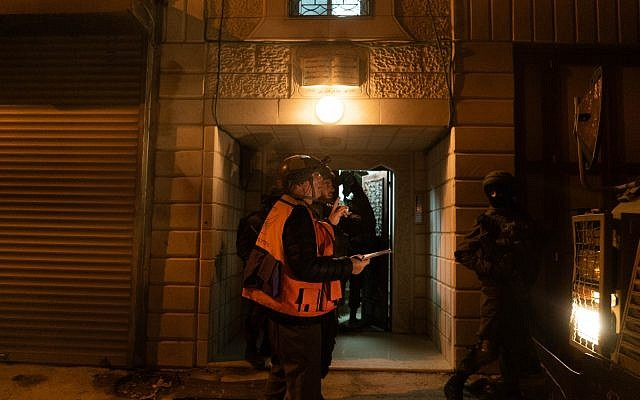Israeli troops measure the Hebron home of a Palestinian man suspected of murdering Ori Ansbacher in Jerusaelm, on February 10, 2019. (Israel Defense Forces)