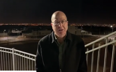 Israel Resilience Party candidate Moshe Ya'alon in the West Bank settlement of Leshem on February 3, 2019. (Screen capture/ YouTube)