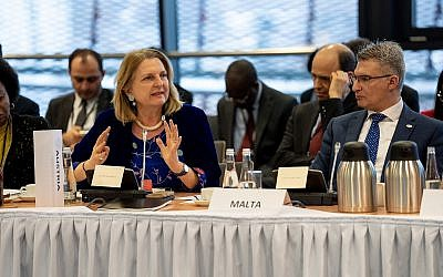 Austrian FM Karin Kneissl, left, addressing delegates at the Warsaw Middle East summit, February 14, 2019 (Angelika Lauber)