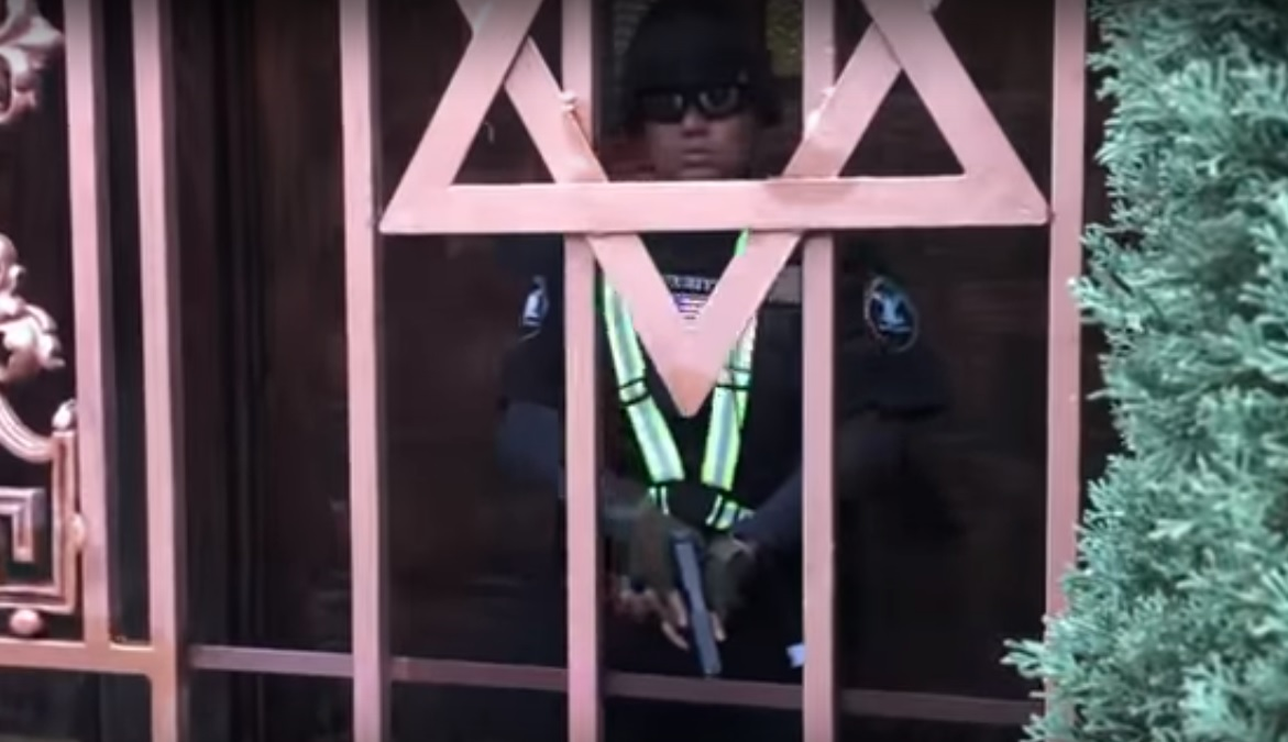 Security guard at LA synagogue arrested for shooting YouTube ...