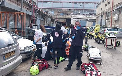 First responders at the scene of a shooting in Holon, February 14, 2019. (MDA)